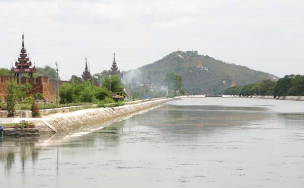 Het koninklijk paleis in Mandalay - Handwerkwereld