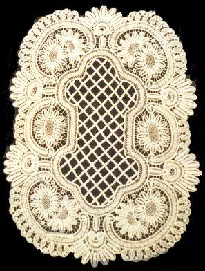 Fraai uitgevoerd tafelkleedje in point-lacé kant - Handwerkwereld