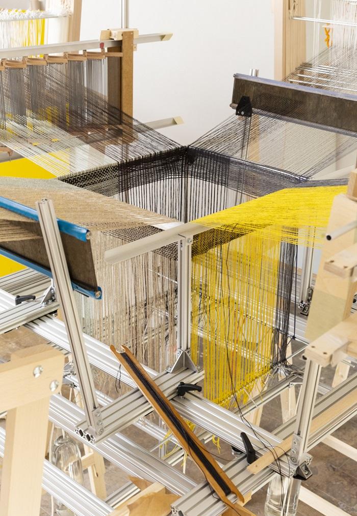 Hella Jongerius, Seamless Loom (2019) - Kosmos Weven Gropius Bau Berlijn - Handwerkwereld