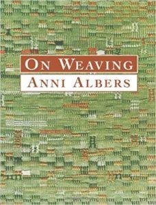 Het boek On Weaving is nog steeds hét standaardwerk over de weefkunst - Handwerkwereld
