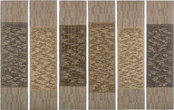 Six Prayers, katoen, linnen, bast en zilverdraad, gemaakt in 1965 ter herinnering van de slachtoffers van de Holocaust, in opdracht van het Jewish Museum - Handwerkwereld